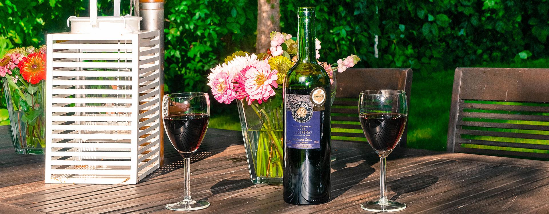 wino nastole wogrodzie